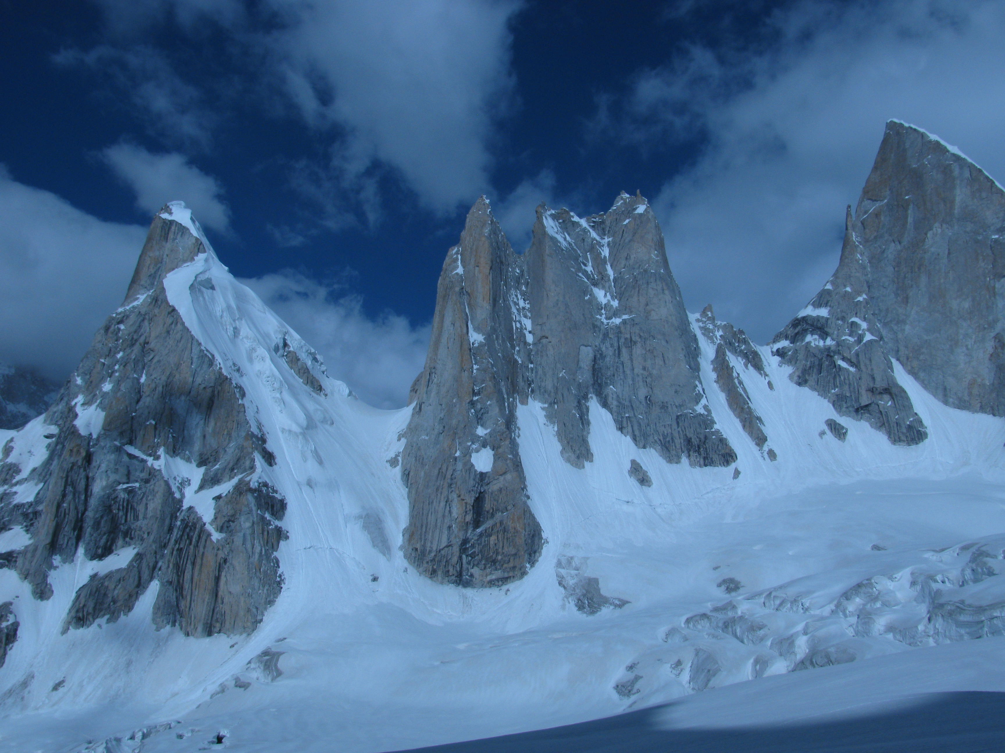 BIACHERAHI TOWERS (5,900 M)